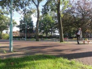Der Pausenplatz in Nordlaren vermischt sich optisch mit der Strasse.