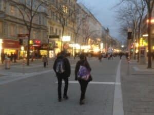 Definitive Gestaltung der Begegnungszone Mariahilfer Strasse in Wien.